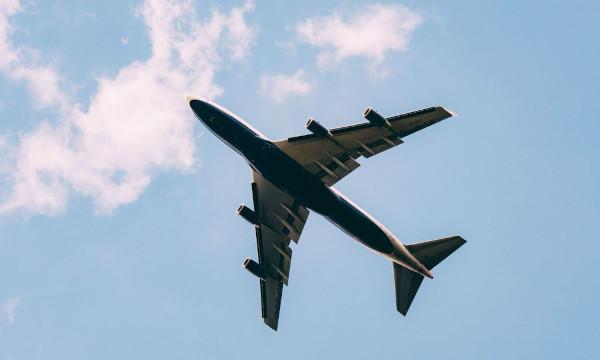 plane 600px wide